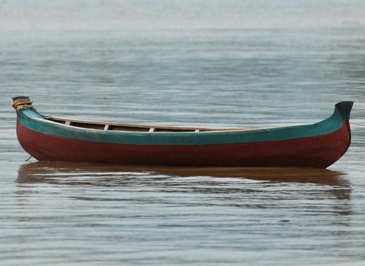 Еще один корабль. От конструкции веет прочностью и надежностью. С какой целью лодки делаются столь монументальными, совершенно непонятно. Возможно на случай внезапной торпедной атаки.