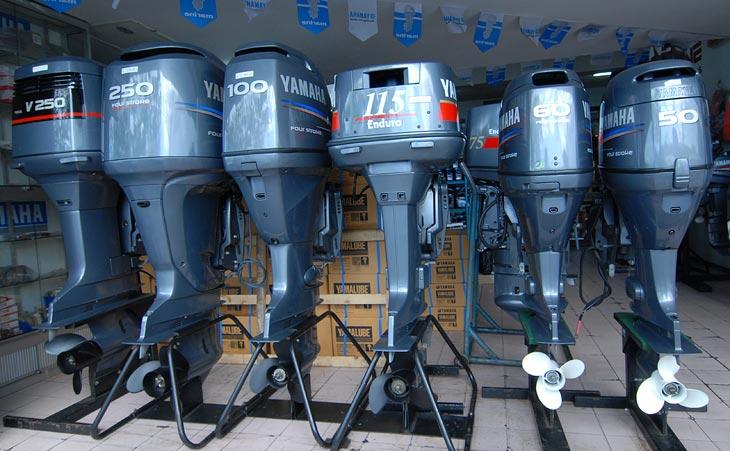 Лавка водномоторной техники в Кота-Кинабалу. В водной стране лодочные моторы не меньшая необходимость, чем автомобили.