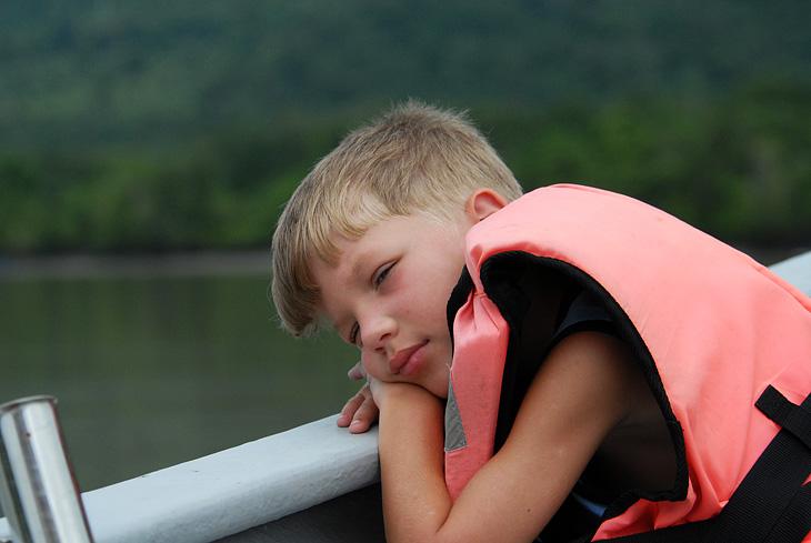 Марк утомился ловить крокодилов и смотреть на совокупляющихся на берегу рыб.