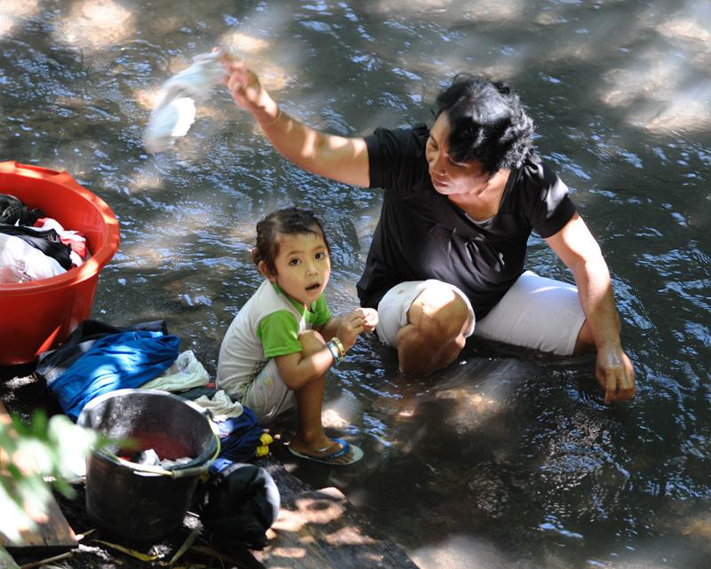 Постирушки в реке.