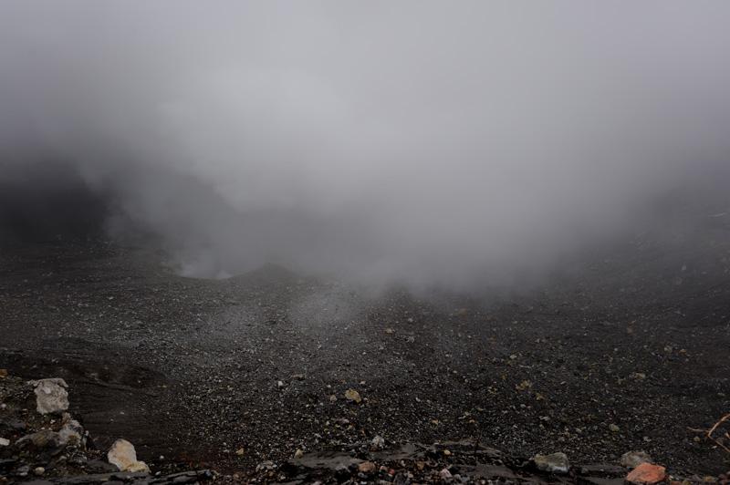 Небольшое лирическое отступление должно было объяснить, что после бамбуковой ёлки кратером вулкана нас уже не запугать.