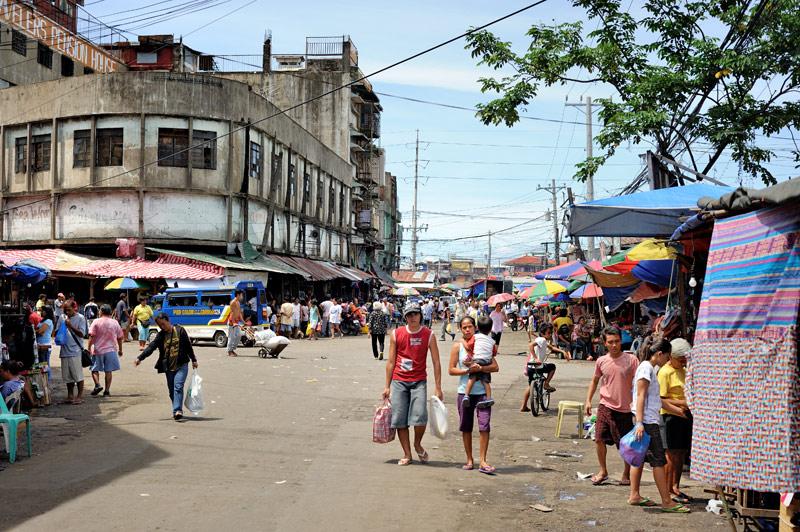 Но вместо китайского храма, полагаю, намного интереснее посмотреть на филиппинский базар.