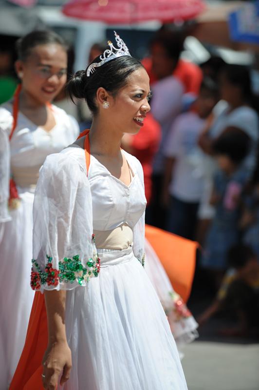 Несмотря на то, что испанцев на Филиппинах давно уж нет, подписание кровавого документа празднуется бохольцами по сей день. Был бы повод. Справедливости ради, стоит отметить, что договор был подписан филиппинцами вполне добровольно. Теснимые с одной стороны мусульманами с Минданао, с другой, не менее кровожадными португальцами Магеллана, бохольцы с воодушевлением бросились в объятия испанцев, прикинувшихся скромными и благообразными союзниками.