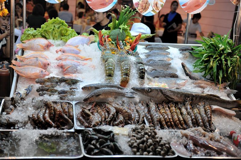 Трупы рыб и прочие морепродукты.