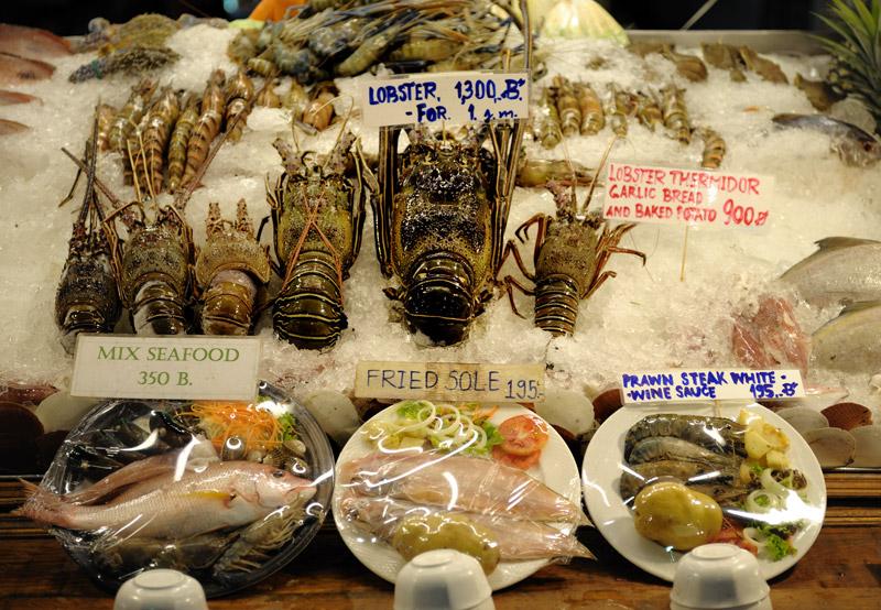 Цены на морепродукты менее гуманные, нежели на мясо (на момент съемки тайский бат был практически равен рублю).