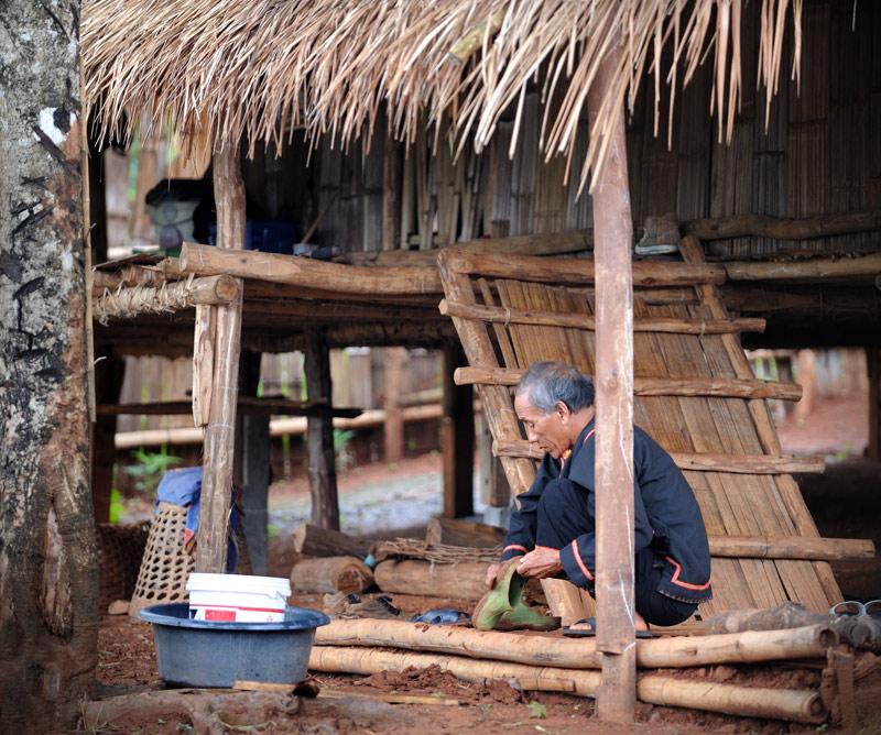 Раньше основной сельскохозяйственной культурой, возделываемой этим племенем, был опиум. Сейчас масштабы деятельности сократились, и крестьянам приходится довольствоваться банальным рисом.