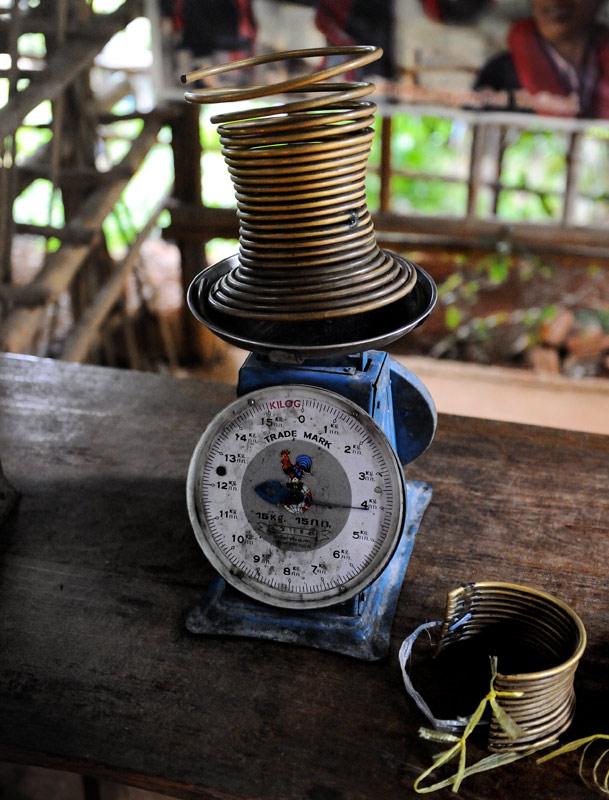 Вес среднестатистического женского ошейника — 4 килограмма.