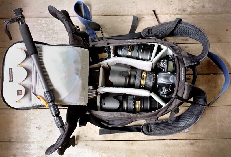 В качестве телевика перешел к использованию Nikkor 70-200 VR (старая модель) с никоновским телеконвертером TC-20E III. Результат, получающийся в данной связке, меня полностью устраивает. Сам по себе телеконвертер компактный и не занимает много места в рюкзаке, но, в совокупности, на 400 мм такой фотопенис уже требует использования монопода. Легкий, удобный, очень компактный и очень жесткий монопод — углепластиковый SLIK Pro Pod 361CF carbon fiber. Родная шаровая голова монопода вместе с площадкой была безжалостно отправлена в мусорное ведро. Прямо на винт для крепления штативной головы прикручена лапа от Nikkor 70-200. Лапа у этого объектива быстросъемная, а конструкция крепления не мешает свободно поворачивать камеру в портретное положение. Все это позволяет обойтись без промежуточных элементов вроде штативных голов и площадок, снизить вес и увеличить жесткость конструкции.