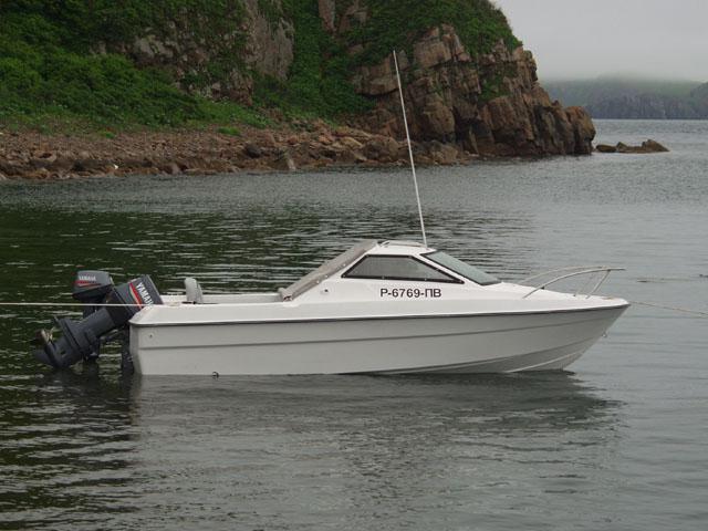 Спали с детенышем в лодке. Бухта достаточно мирноводная, ночью лишь приятно убатонивает под плеск волн.