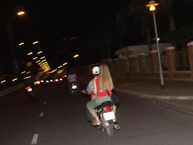 Местное мотоциклотакси.