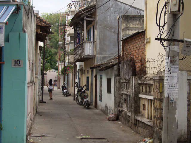 Типичная местная улица.