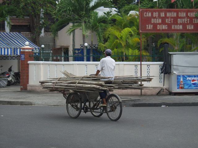 Хотя бывают и грузовые рикши.