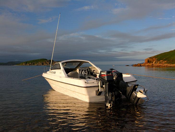 Ржавотанковый остров Желтухина на юге залива Петра Великого. Небольшой семейный пикник в содружестве с Георгичем в качестве собутыльника.