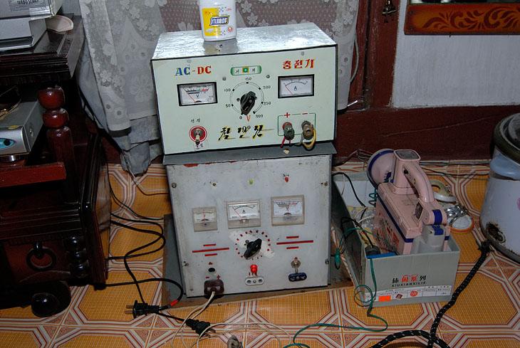 Телевизор, DVD, швейная машинка, холодильник, лампочка на потолке и вот такой шайтан-прибор, чтобы все это работало.