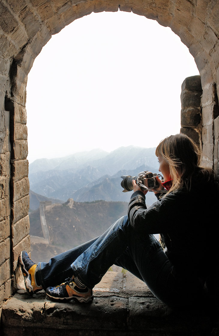 Зато из древних башен можно любоваться на окрестные горы. Склоны весьма крутые, даже без всякой стены только полоумные альпинисты полезли бы их форсировать, но никак уж не войска степных кочевников.