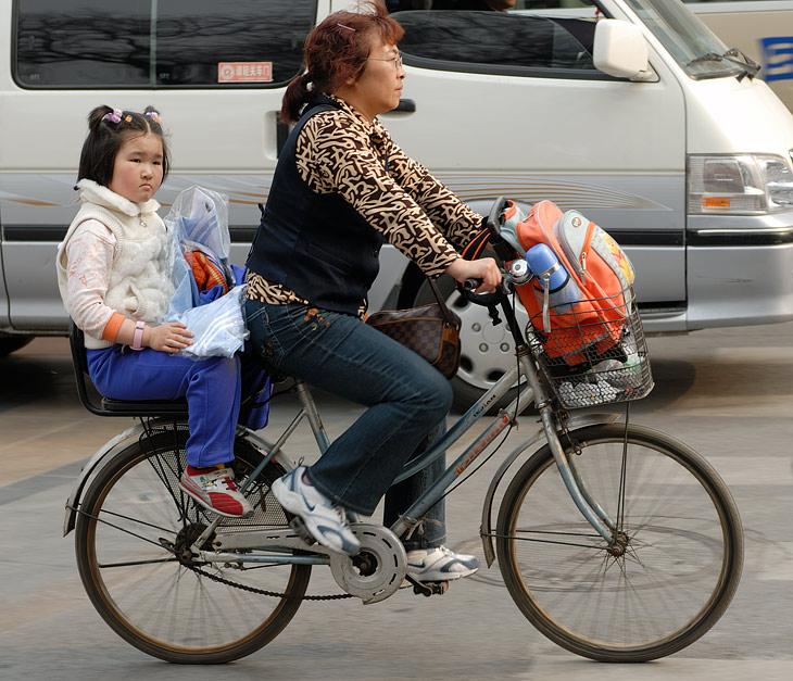 Дети ходят где хотят, гуляют как хотят и когда хотят. Никакого