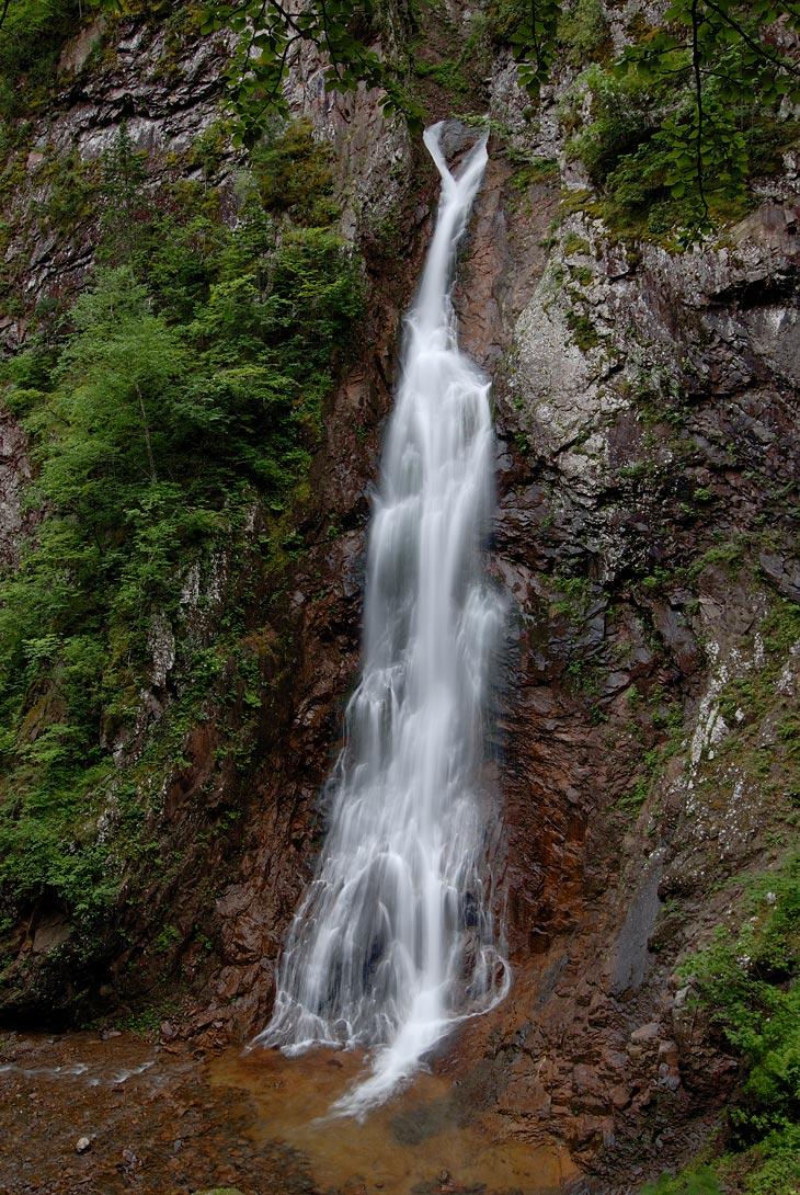Еще одна увесистая картинка с водопадом. Не могу удержаться и не выложить сие изображение. Зря я что ли туда перся.