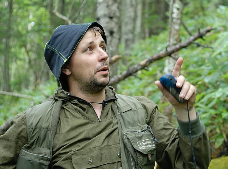 Непроходимый курильский бамбук весьма осложняет не только передвижение, но и ориентирование на местности. Даже обложившись картами и GPS, поиск тропы далеко не самое простое занятие.