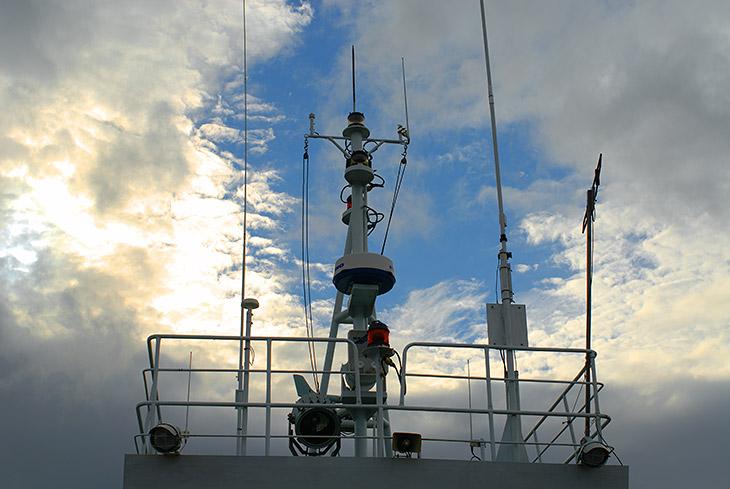 Ждем промежутка между тайфунами и загружаемся на пароход.