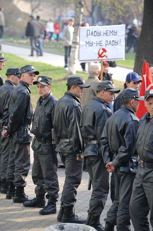 От каждого престарелого коммуниста нас защитит целый взвод сотрудников внутренних органов.