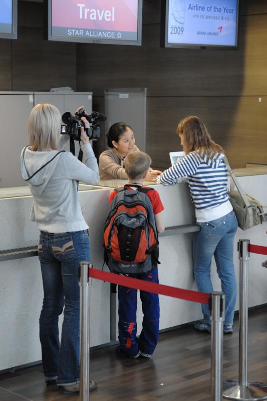 Оказавшись первыми пассажирами нового рейса «Владавиа», до Бангкока летели в сопровождении корреспондентов, делая счастливые и             одухотвореные лица в объектив видеокамеры.