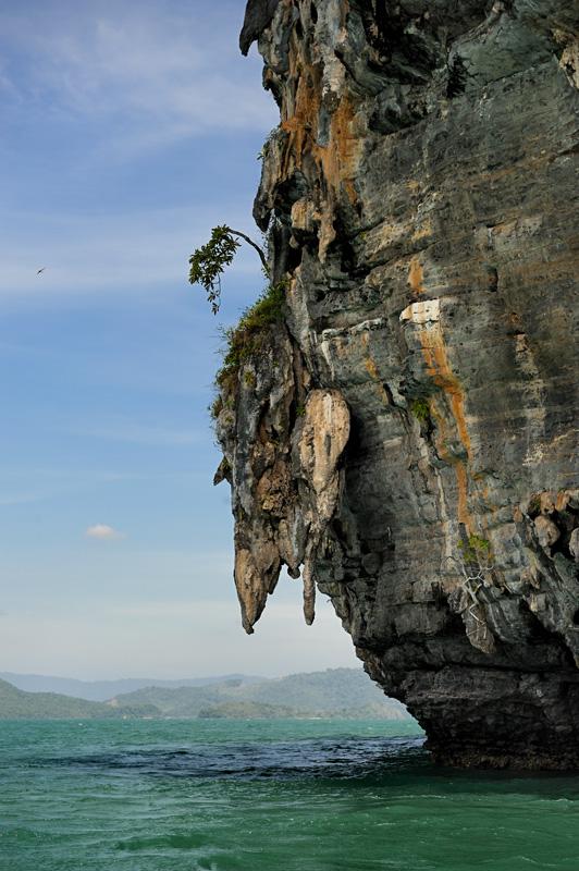 Про морской каякинг на Лангкави я уже рассказывал, теперь же обратим взоры на более привычную для туристов сухопутно-пляжную часть               острова.