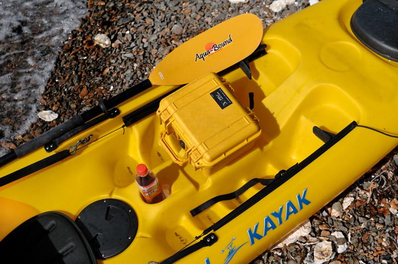 При фосъемке из воды (каяк, катамаран и прочие плавсредства) камеру помещаю в Пели-кейс.