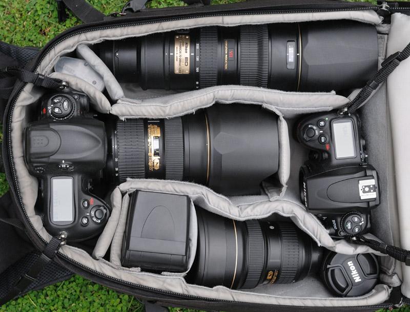 Последние несколько лет внутренности моего рюкзака выглядят примерно таким образом. Набор камер и оптики — результат жесткого «естественного отбора», а не стремление перекрыть весь диапазон фокусных расстояний, или потрясти присутствующих размером объектива. Перепробовав множество вариантов, постепенно остановился на следующем: Nikon D3 — основная камера. Nikon D700 — «вторая» камера. Малая высота корпуса, позволяет складывать ее в существующие модели водонепроницаемых Пели-кейсов, что полезно при съемке с воды. Nikkor 70-200/2.8 — светосильный репортажный «портретник», постоянно конкурирующий у меня с телевиком Nikkor 80-400VR. Возможность съемки при плохом освещении и скорость автофокуса перевешивают большее фокусное расстояние у 80-400. Отмечу, что 70-200/2.8 на открытых дырках сильно виньетирует, что мне нравится, поскольку придает снимкам иллюзию объема. Nikkor 24-70/2.8 — штатный светосильный зум. Дает относительно резкую, но плоскую и невыразительную картинку. Для моих задач вполне пригоден. На фото видно, как он потерт и потрепан от интенсивного использования. Nikkor 14-24/2.8 —сверхширокоугольный объектив. Великолепен и в репортаже и в пейзажной съемке, хотя как все сверхширики требует аккуратности в выборе композиции и чувства меры. Несмотря на нещадную эксплуатацию в самых антисанитарных условиях, на работоспособности это никак не отражается и опасения по поводу сильно торчащей выпуклой передней линзы напрасны. Nikkor 20/2.8 — «затычка» для Nikon D700. Используется для съемок с воды из каяка. Весьма неплох оптически, при крохотных размерах. Вместо Nikоn D700 + 20/2.8, многие съемки из каяка сделаны на Nikon D300 + 35/2. Прежние ракурсы приелись и сейчас хочется более широкого угла. Вспышка SB800 — поскольку со вспышкой я снимаю исключительно редко, основное достоинство данной модели — малый вес и габариты. Питание вспышки осуществляю от четырех литиевых одноразовых батарей формата АА, ставить пятую батарею нет необходимости, скорость перезарядки и без тог