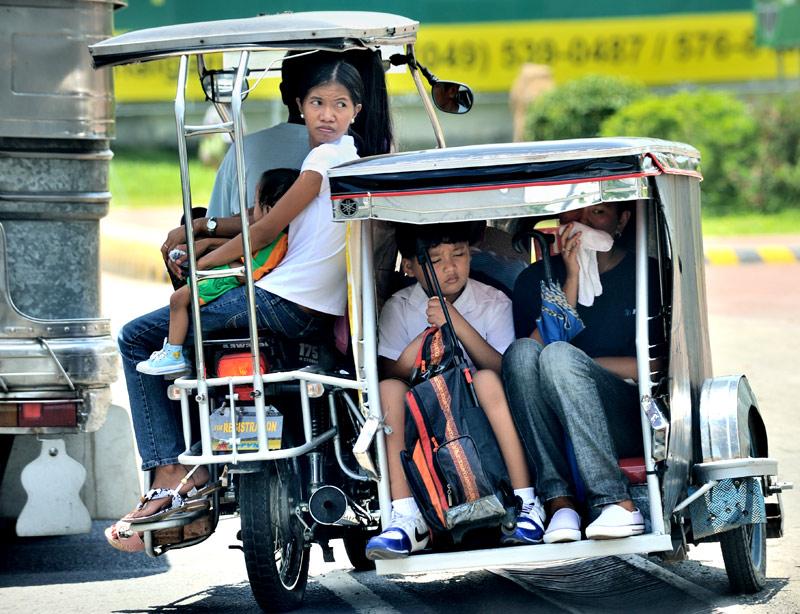 Впрочем, главная достопримечательность Манилы — это не унылые остатки форта, изящно убиенные потомки конкистадоров и маленькие, но подлые вулканы. Самое интересное — это местный общественный транспорт.