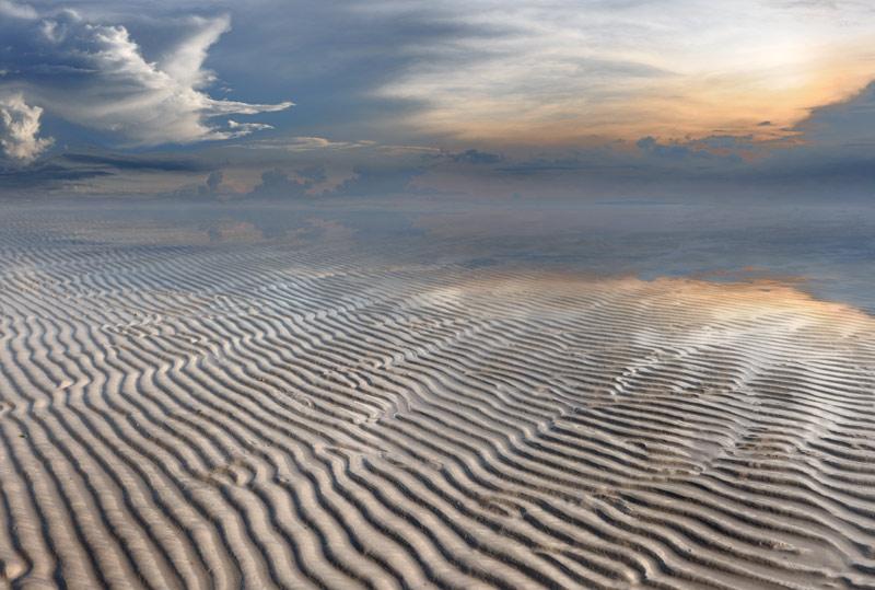 Впрочем, во время отлива лучше гулять пешком. Красиво и совершенно бесплатно.