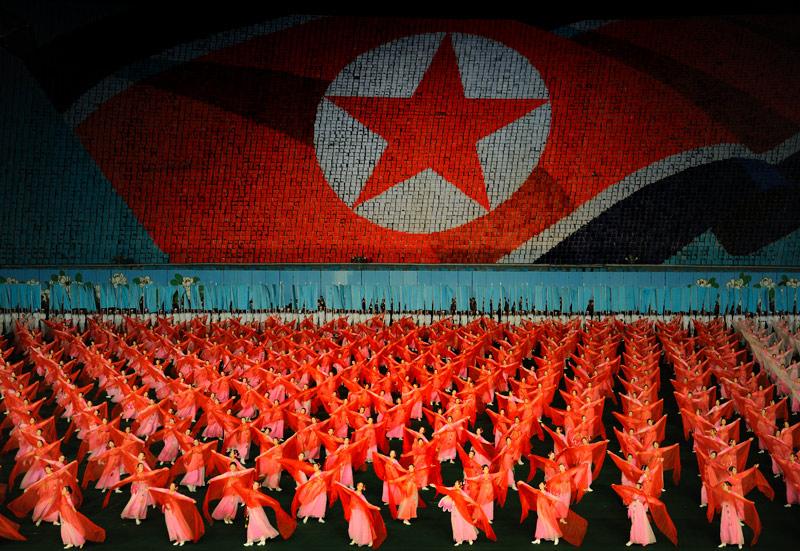 Не так важна суть представленных символов и разыгрываемых сцен, Ариран — это масштабное зрелище, подобное церемонии открытия Олимпийских игр.