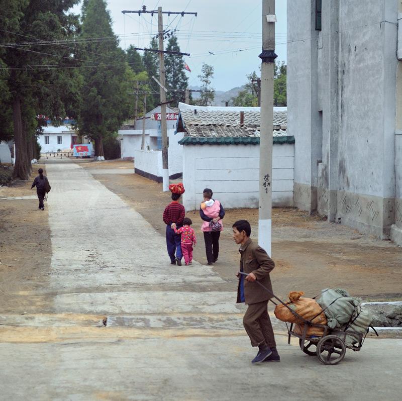 Помимо Пхеньяна продемонстрирую картинки из некоторых других населенных пунктов.