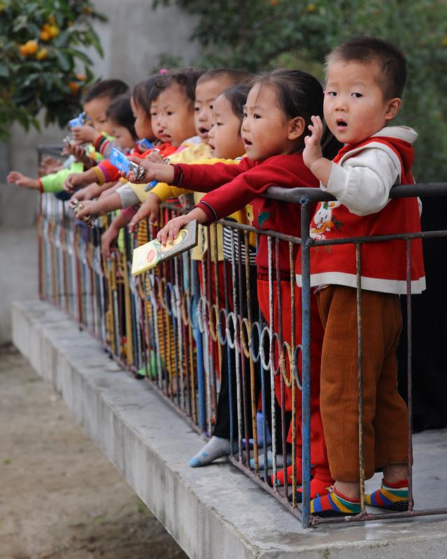 Детский сад в очередном образцово-показательном колхозе.
