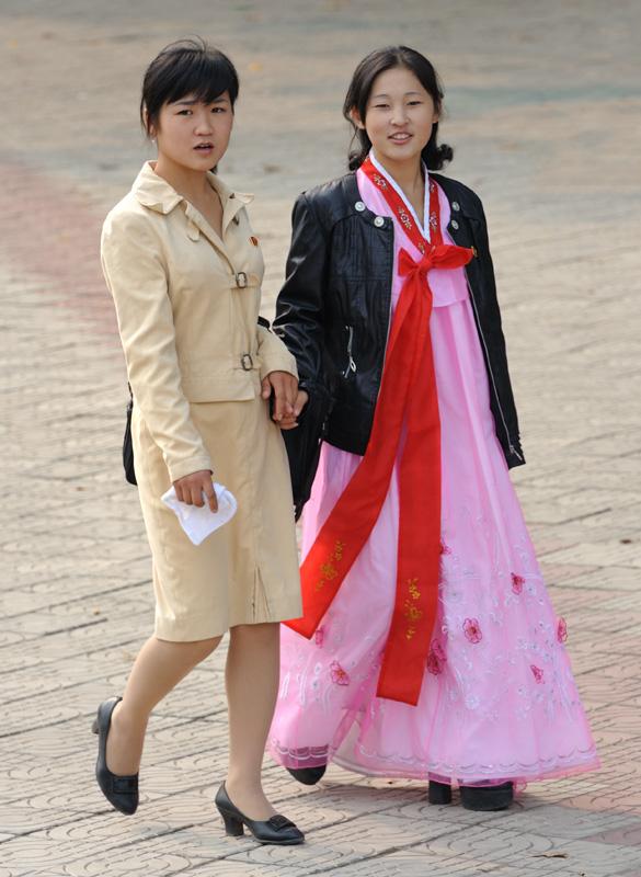 Девушки в Пхеньяне.