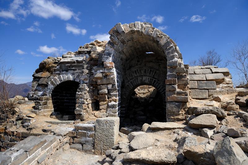 Видно, что помимо традиционного кирпича, в строительстве активно использовались каменные блоки.