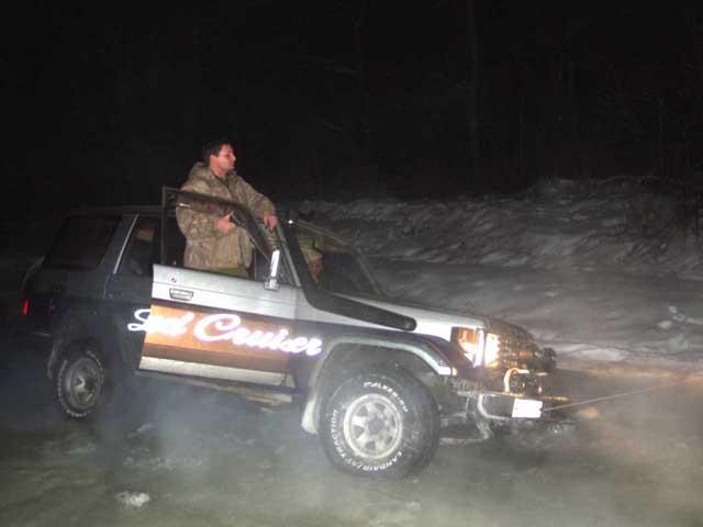 Ночью, вооружившись фарой, поехали охотиться. Теперь роль затертого во льдах Челюскина изображал крузер.