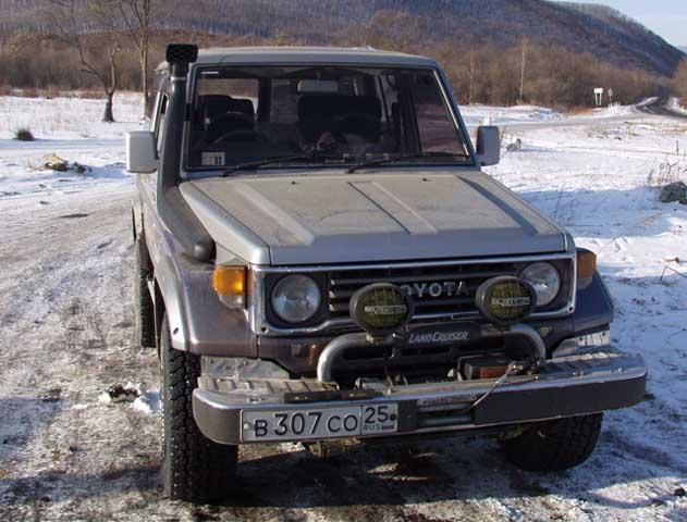 Когда собирались, Андрей меня уверил, что дорога там замечательная, а посему брать бензопилу и хайджек не нужно.