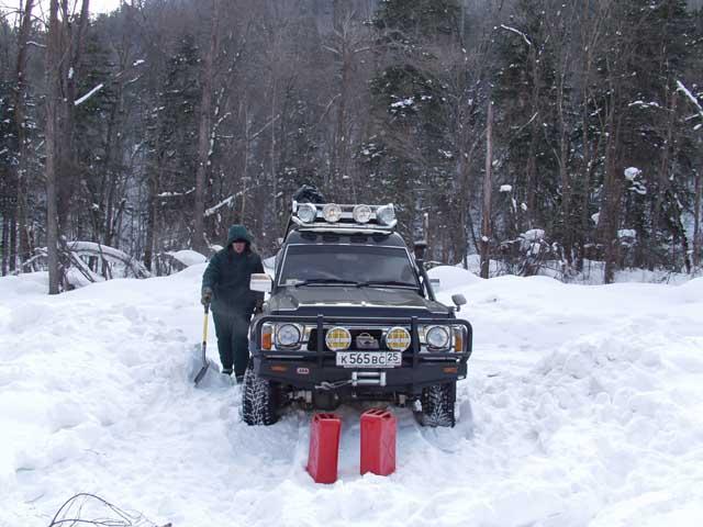 Ехать еще можно, а вот ходить уже фиг, снежок мешает. Бомжевище окапывали лопатой.