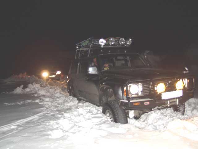 Немного снега было наложено в Дерсу. Представители местной общественности сказали что бульдозер тут пытался пробиться, но не смог. Конечно я этому не поверил.