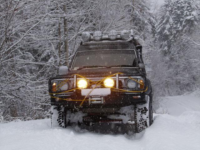 На перевалах толщина снежного покрова достигла вершины оргазма. Чтобы выйти пописать, долго искали прогалину.