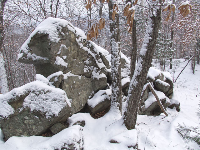 Остатки древних сооружений, времен неолита.