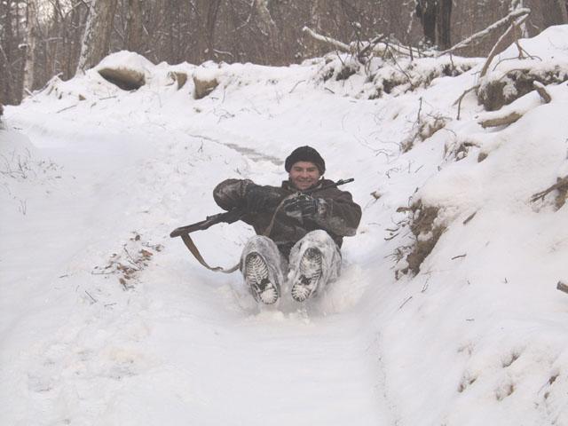 Скользко. Единственный возможный способ спуска с горок, это полировка снежного покрова собственным копчиком.