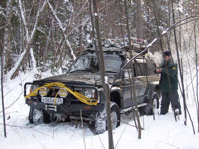 Поиски снежного покрова и зимней прохлады, привели нас в район Скалистого ключа. Судя по уверенно растущим на дороге молодым деревцам, мы первые, за посление несколько лет, посетители сего благодатного места.