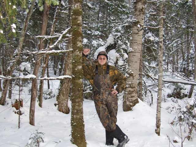 Абсолютное безветрие царит тут годами. Снег не падает с ветвей, а сухие деревья так и стоят вертикально, повергаемые на землю лишь дятлами и земной гравитацией.
