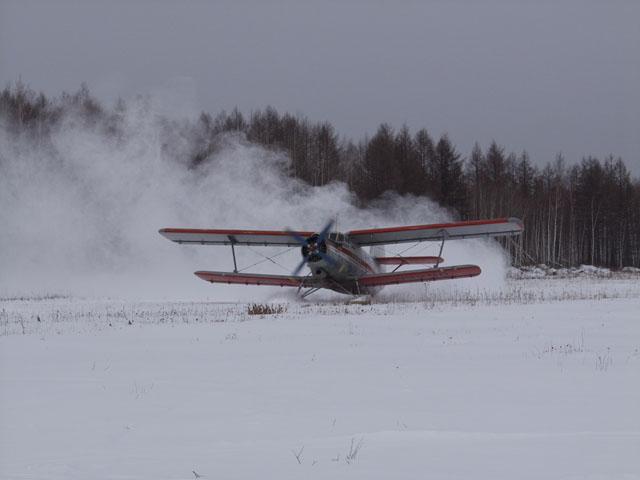 Через пару часов, торжественно приземлились на снежной поляне в нескольких километрах от намеченной цели. Дальше путешествуем на Буранах.