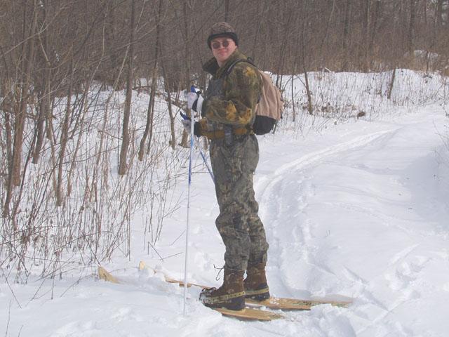 Напялил лыжи, пошел исследовать окрестности. Славно поплющил целинные сугробы. Все хором обещали, что меня одного непременно сожрет тигра. Нифига не сожрал, вероятно я не аппетитный.
