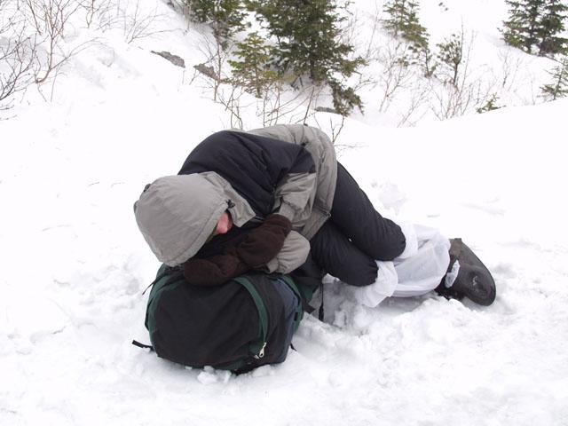 Терпеливо ждали меня они, на вершине Фалазы. Пока, паровозно пыхтя и проваливаясь в снег, продвигался я вверх, с поспешностью, сравнимой со скоростью естественной эрозии окрестных скал.