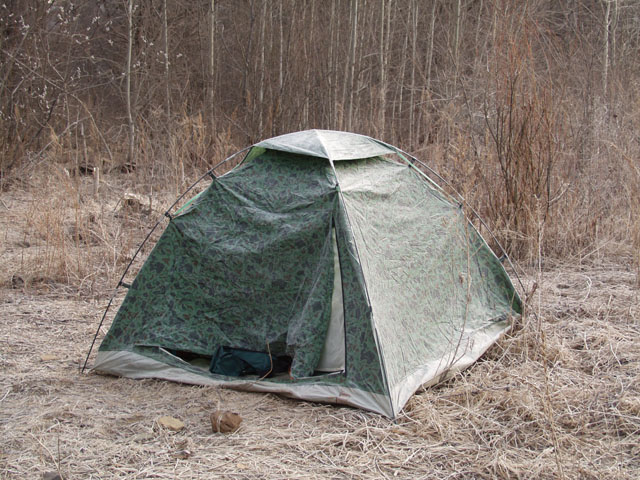 Отдельные товарищи берложатся вот в таких палатках, я же обленился настолько, что хрючил прямо в машине.