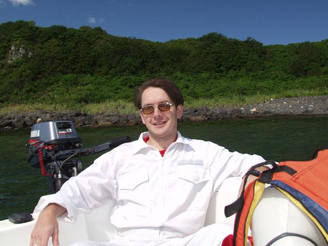 В этот раз наш штатный брашпиль был упакован в аккуратный белый чехол, посему на солнце совсем не повредился.
