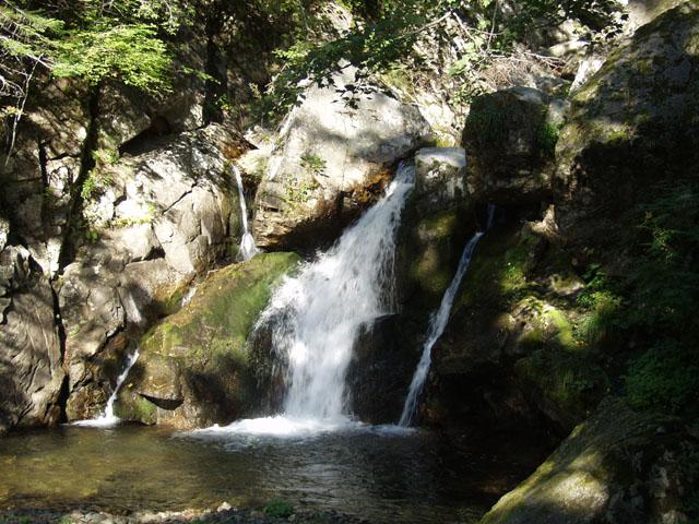 Водопад Водопадный на реке Водопадная.